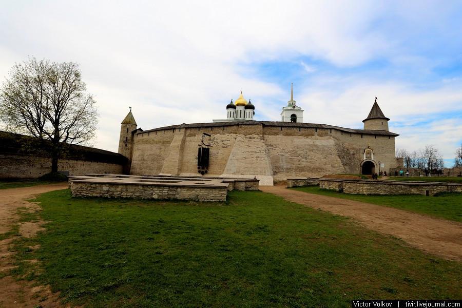 Перси - стена Довмонтова города