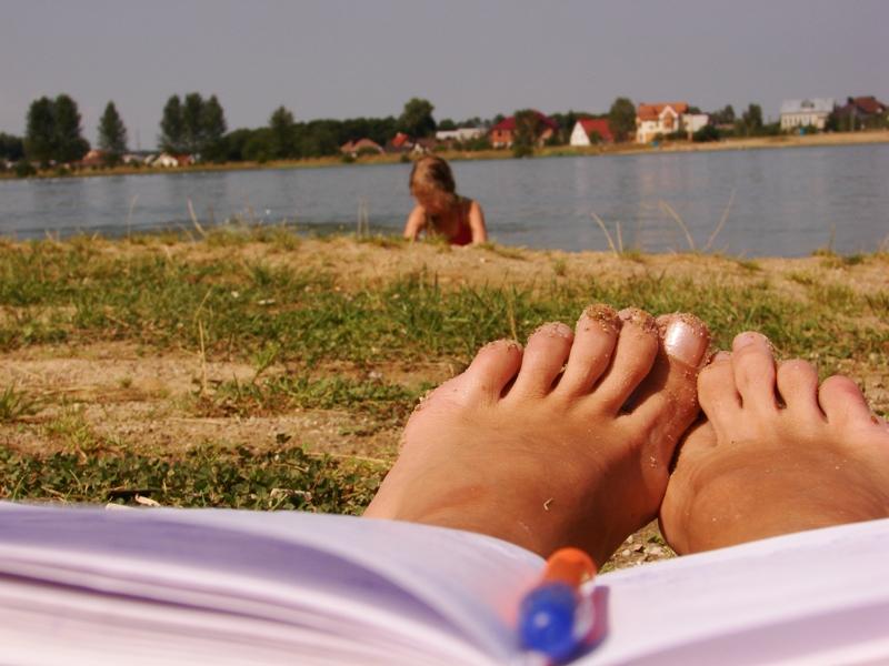 27 ноги на пляже