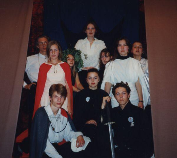 Артистическая группа Менестрельника в Эмбере.1998