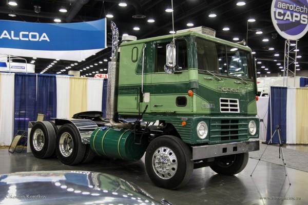 Бескапотный грузовик Dodge L-1000  1973 года