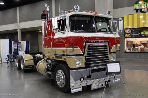Бескапотный грузовик International 4070B Transtar 1979