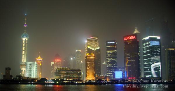 Район Pudong вечером