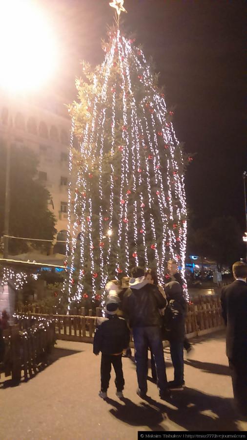 Яркая Площадь Аристотеля в Салониках 1