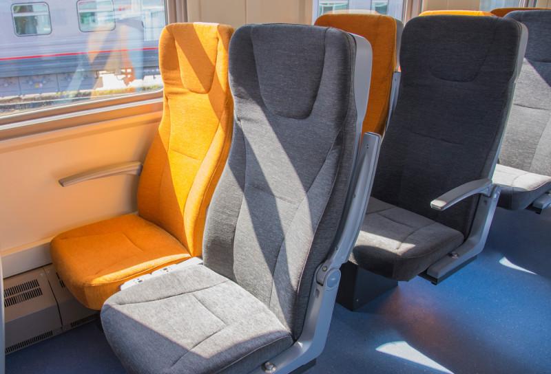 Пассажирский вагон с местами для сидения модель 61-4458