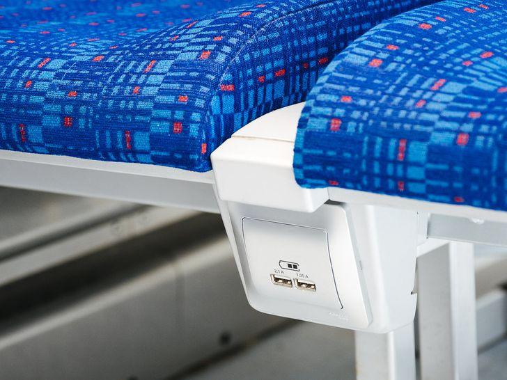 USB-розетки рядом с каждым местом и бесплатный Wi-Fi