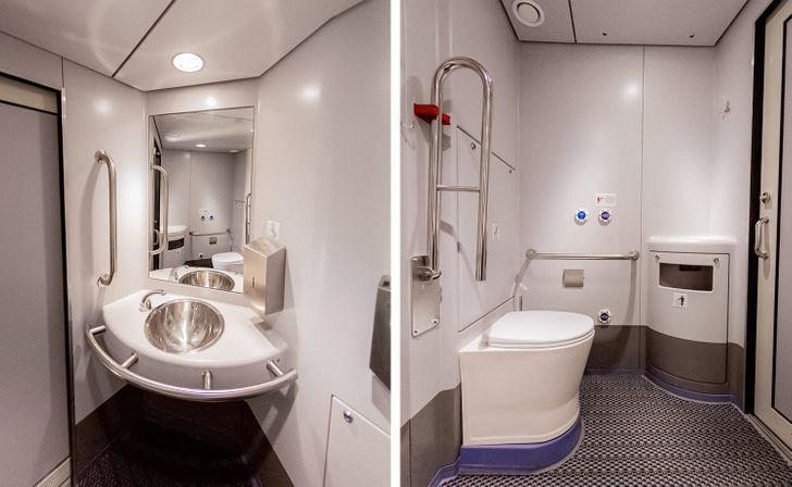В туалетных комнатах сенсорное управление, где для мам с детьми есть пеленальные столики