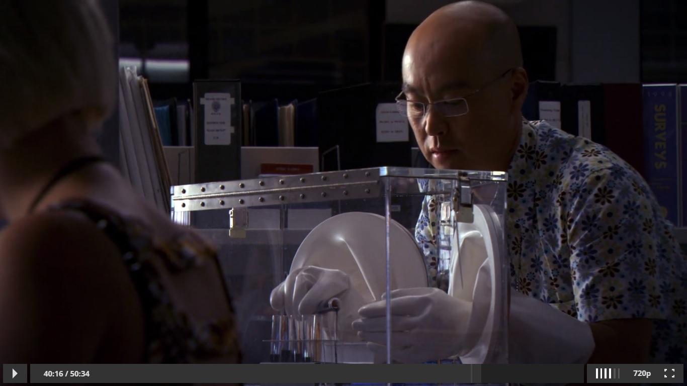маленькая плексиглазовая стерильная камера. Декстер. Масука