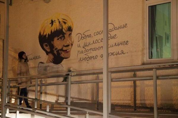 В Екатеринбурге нарисовали портрет доктора Лизы на хосписе
