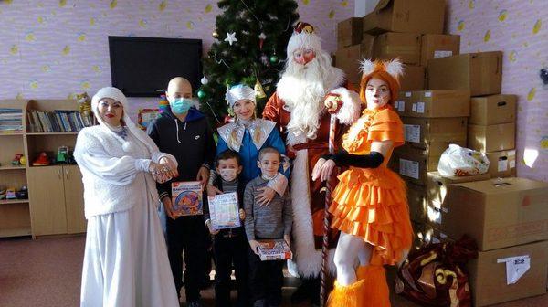 Артисты ДНР поздравили онкобольных детей
