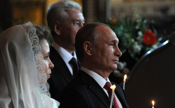 Президент РФ поздравил россиян с Пасхой