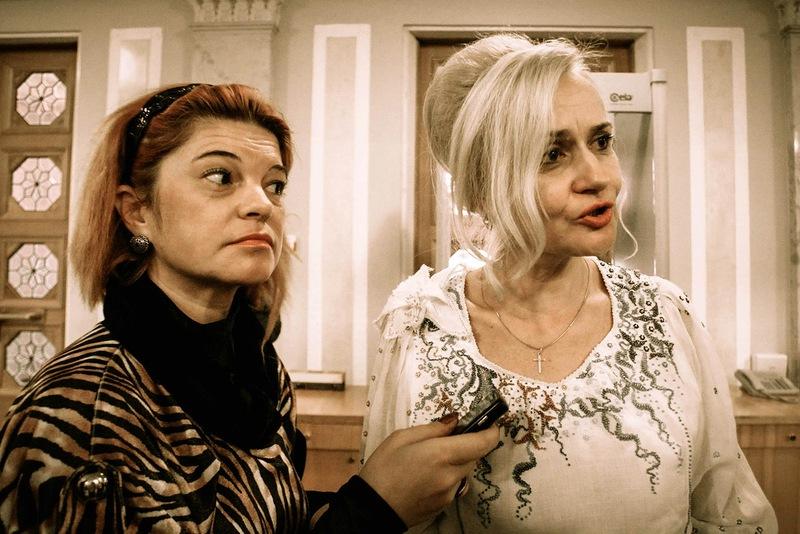 Оксана Шкода берет интервью у члена украинского парламента - Ирины Фарион