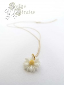 daisy necklace 1