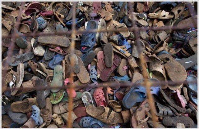 in_africa_old_shoes_become_recycled_works_of_art_640_01