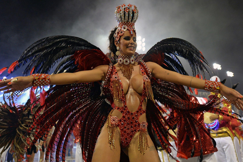 Фото красивых девушек на карнавале 5 фотография