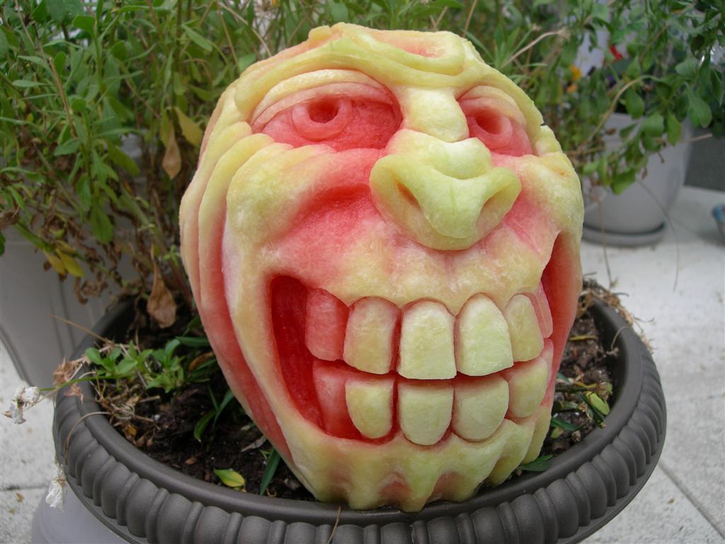 monster-grin-pumpkin-carving