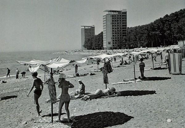 В. Егоров на пляже Пицунды 1968 год
