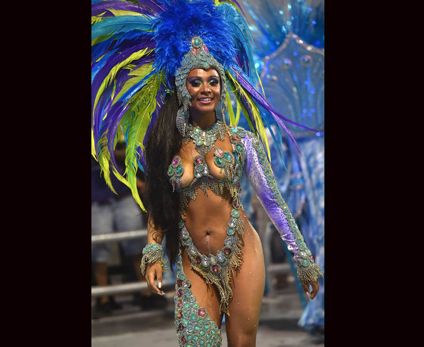 Карнавал Танцы Почти Обнаженных Женщин