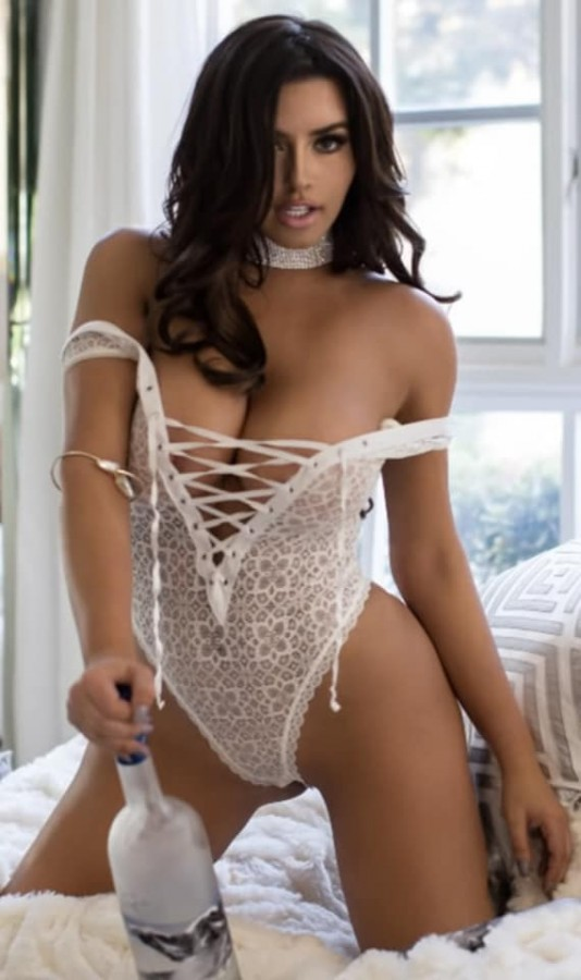 Abigail Ratchford Bares Her Bod At The Beach Avaxhome Amour Angels 1