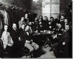 Встреча Сионистского комитета в венском кафе Герцль сидит за центральным столом