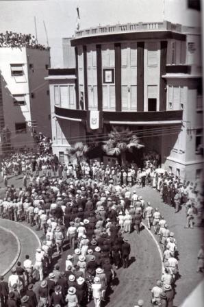 Похороны Меира Дизенгофа - 24 сентября, 1936 года, у здания старого муниципалитета