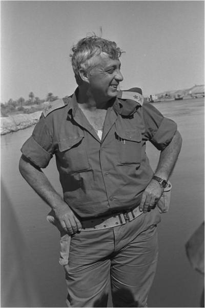 Guerre de Yom Kippour- Ariel Sharon p r�s du canal de Suez, 31 oct. 1973