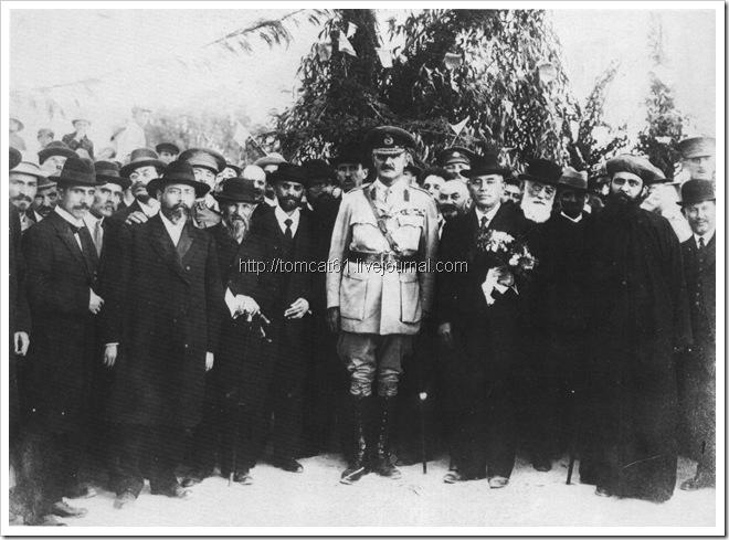 Встреча генерала Алленби, бульвар Ротшильд 1918, справа налево рав Бен-Цион Узиель, д-р Левонтин, Меир Дизенгоф, Бецалель Яффе, Элиягу Берлин