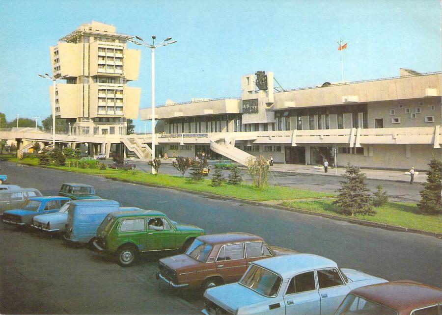 Речной вокзал и гостиница Якорь