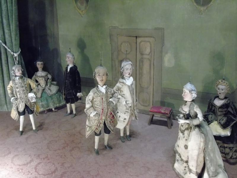 марионетки с итальянской вагой в доме-музее Гольдони.jpg