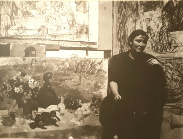 Богаевская в своей мастерской. Л-д, 1950-е