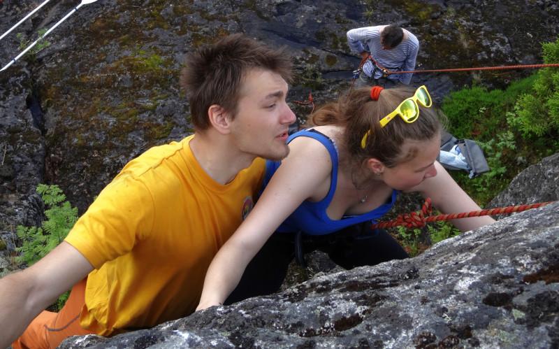 Серега с Таней на скале.jpg