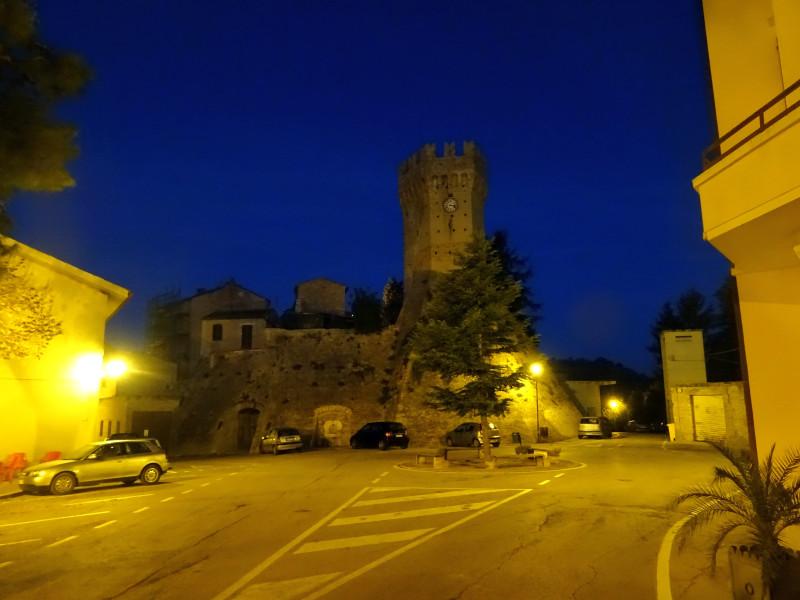 Крепость в темноте