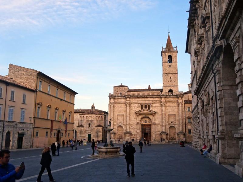 Кафедральный собор на Piazza Arringo
