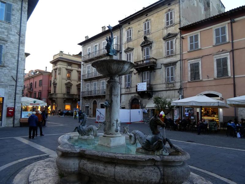 Фонтан на Piazza Arringo