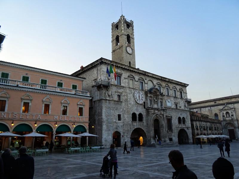 Piazza del Popolo, Дворец Капитанов