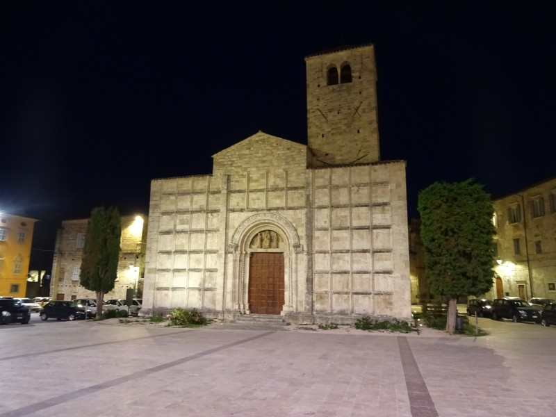 Древняя церковь с отсутствующими фресками