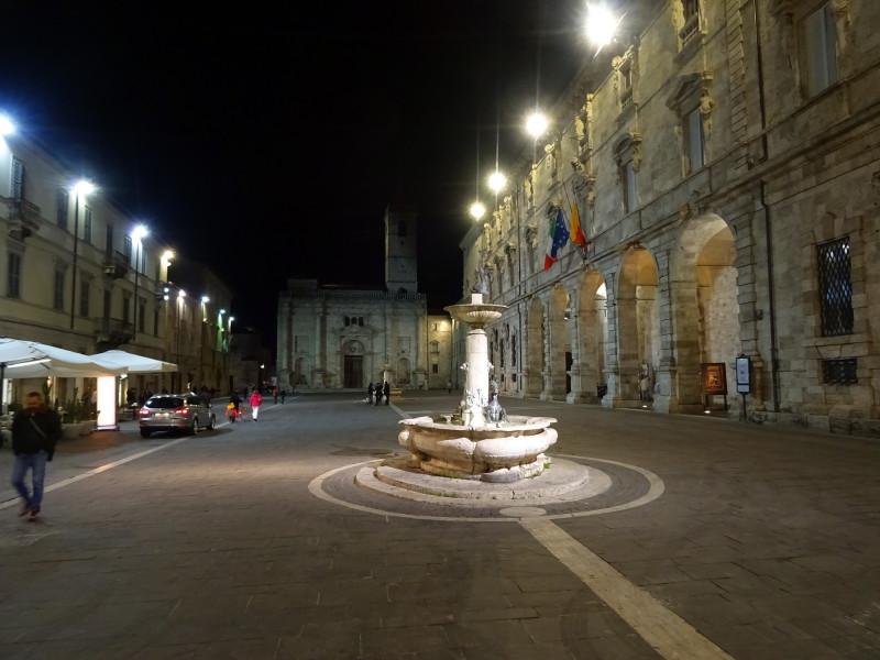 Piazza Arringo вечером
