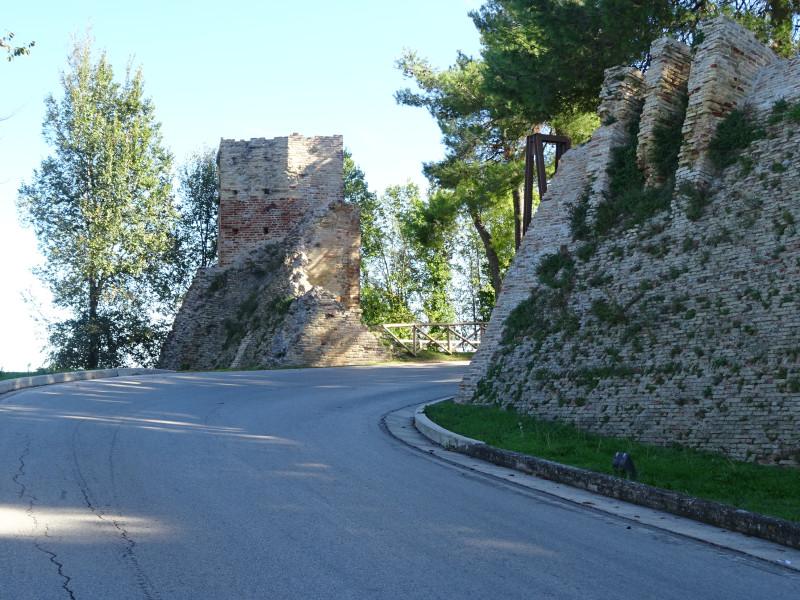 Развалины ворот
