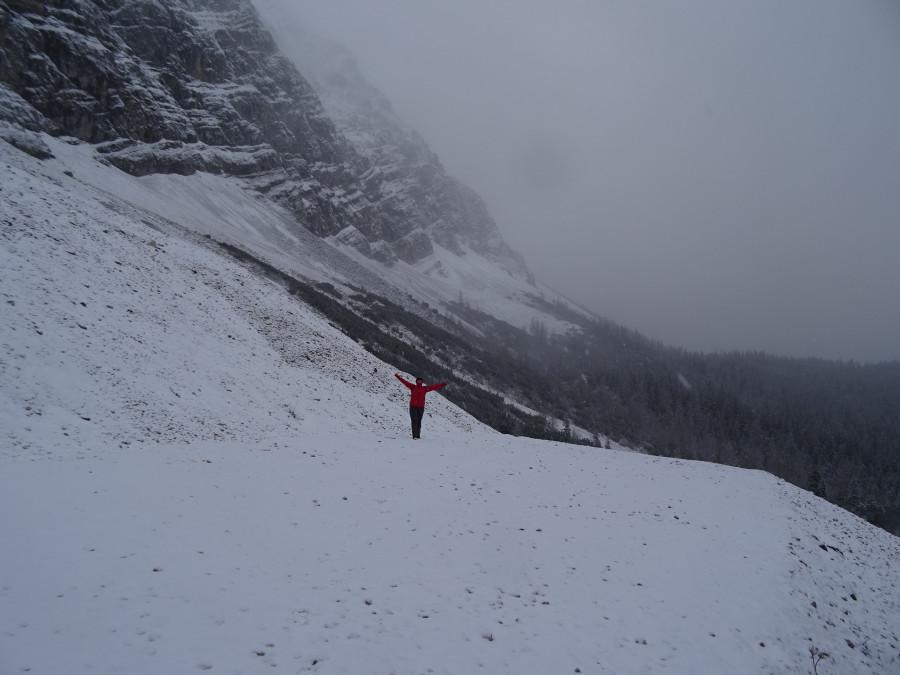 Машка на фоне гор