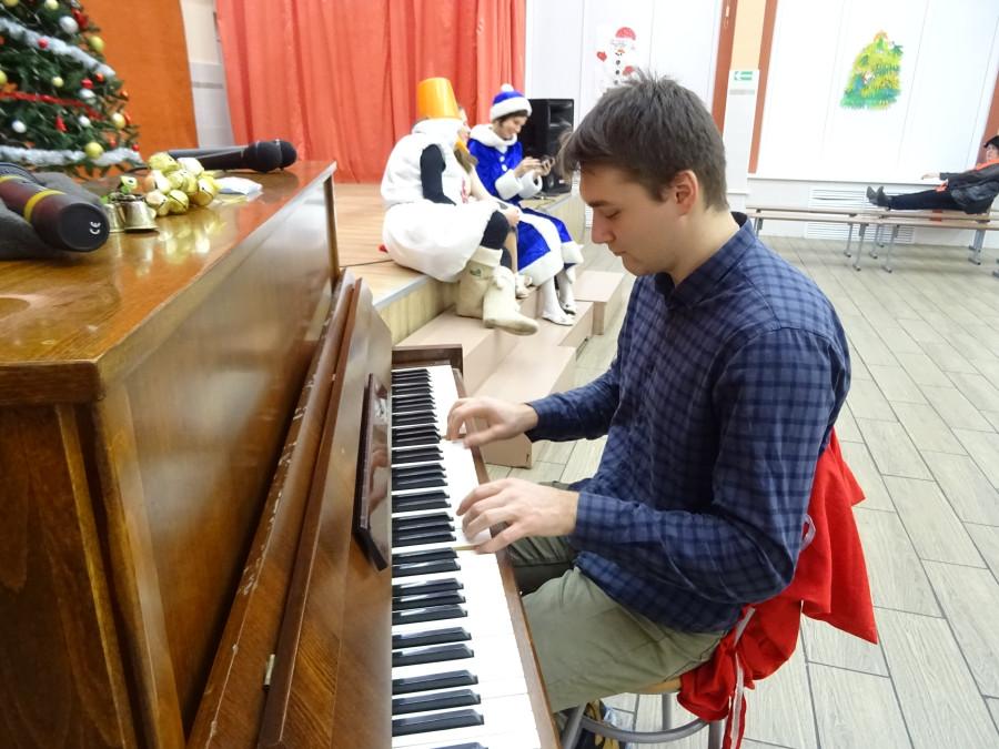 Серега пианирует.JPG