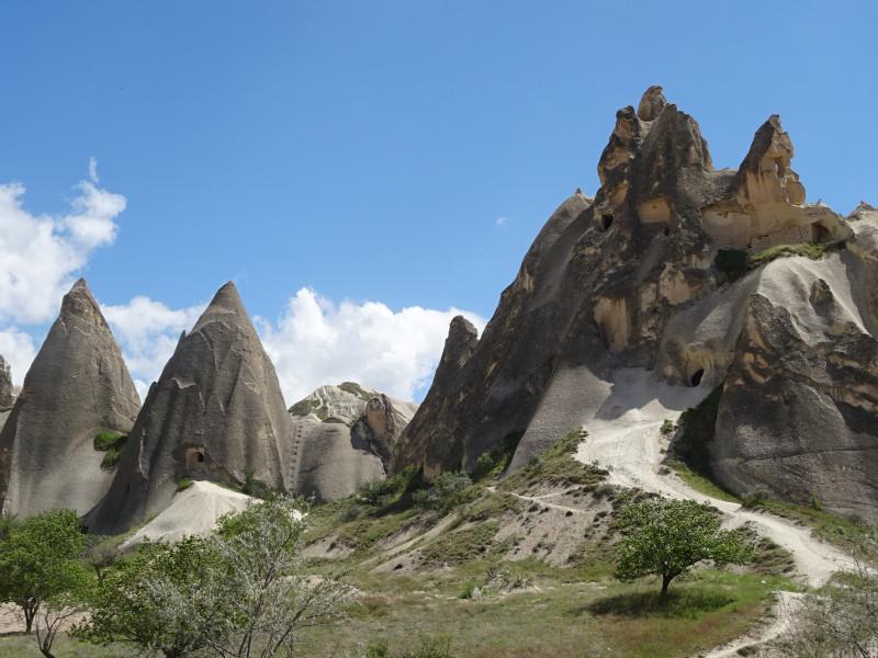 Треугольные скалы и лесенка
