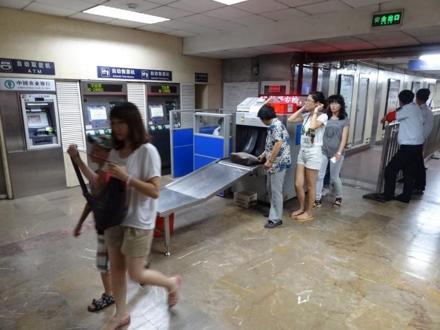 досмотр в метро