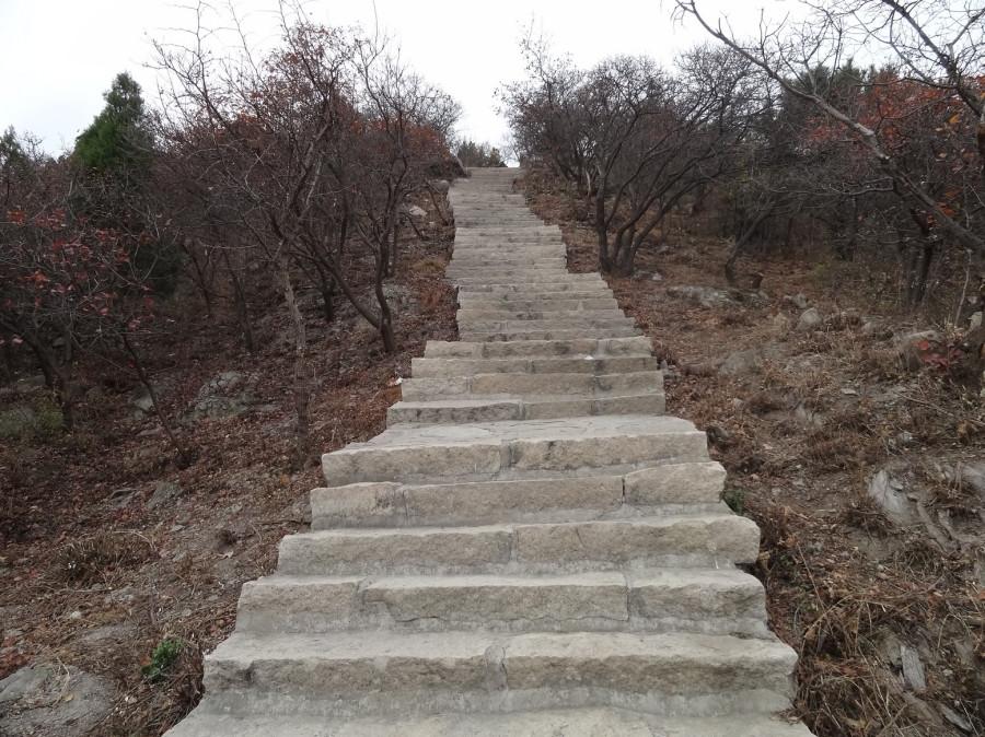 Крутая лестница остается позади