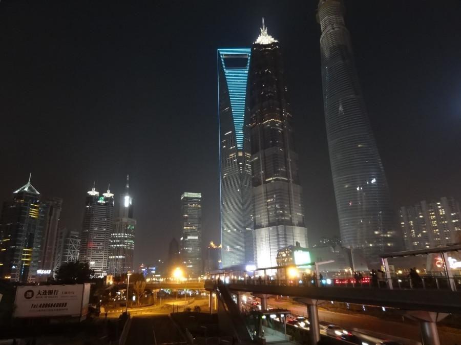 светящиеся башни вблизи