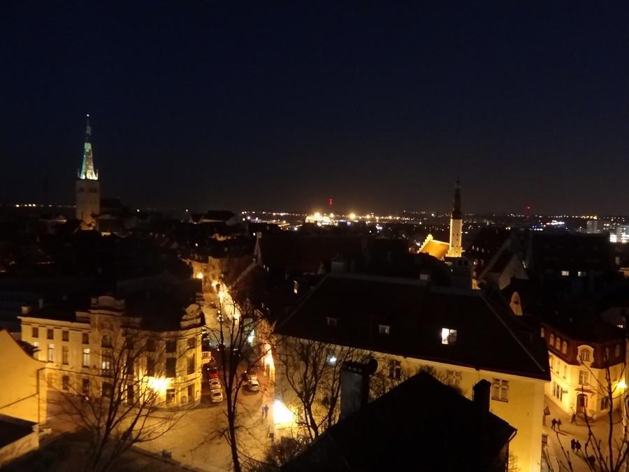 Крыши Таллина в темноте