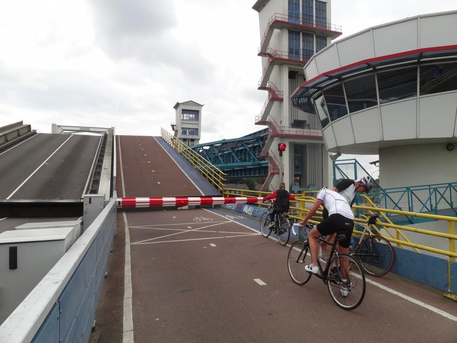 Мост разводят