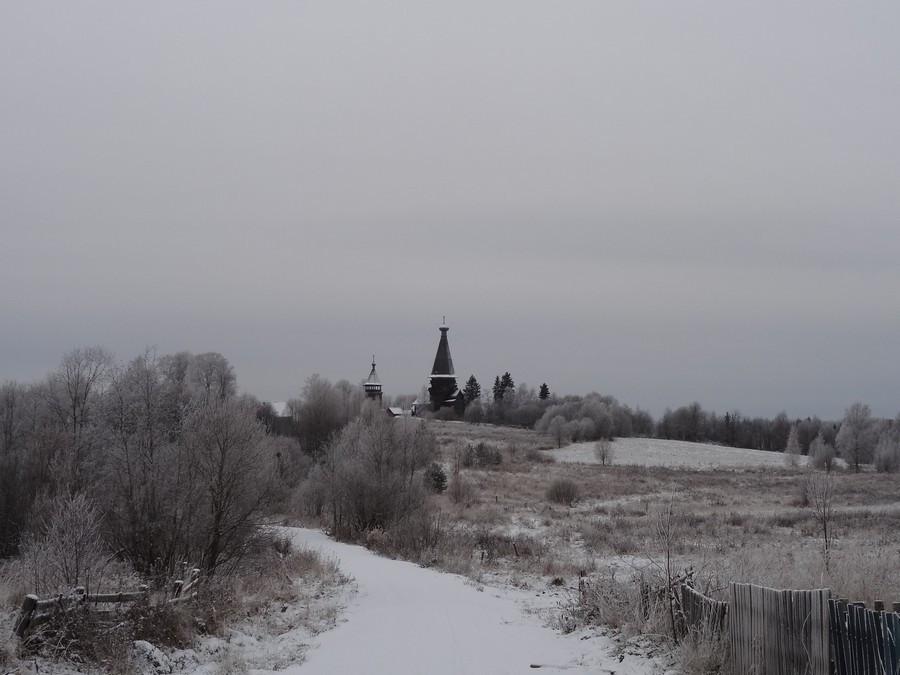 Рождественская церковь в Гимреке. Вид из деревни.