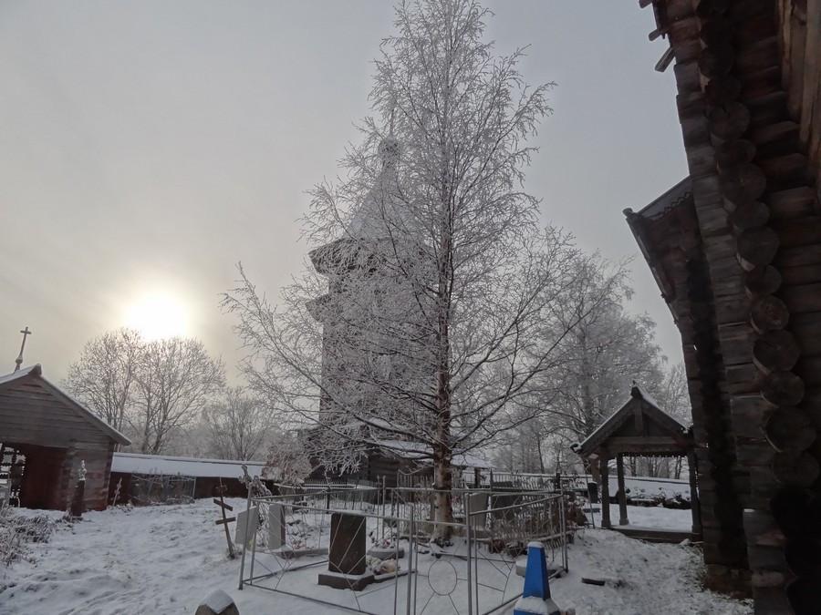 Рождественская церковь в Гимреке. Колокольня.