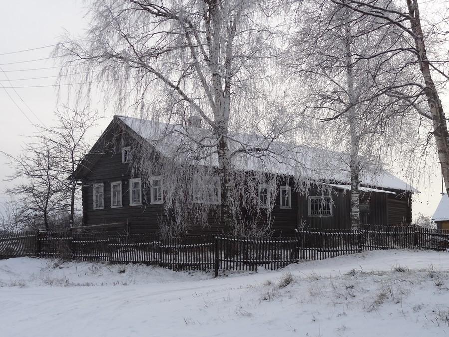 Старый русский дом в деревне Гимрека