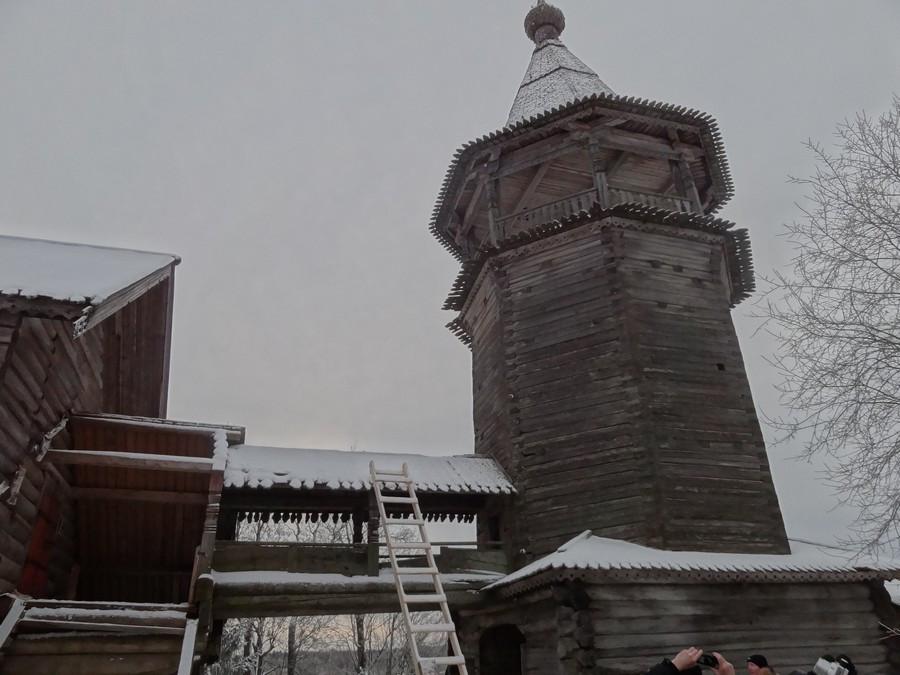 Деревня Щелейки - церковь Дмитрия Мироточивого. Крытый переход в колокольню.