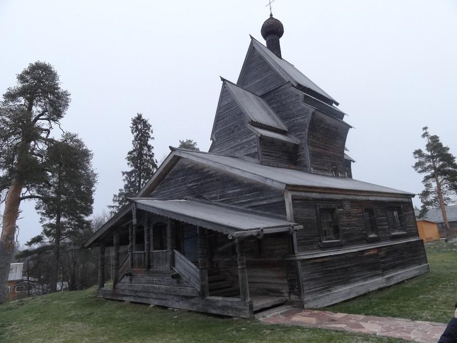 Георгиевская церковь. Вид от угла.